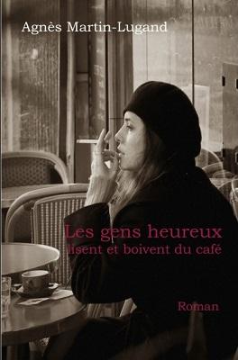 Les-gens-heureux-lisent-et-boivent-du-cafe_reference